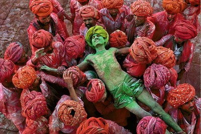 Steve McCurry, A man during the Indian festival of Holi, Rajasthan, India